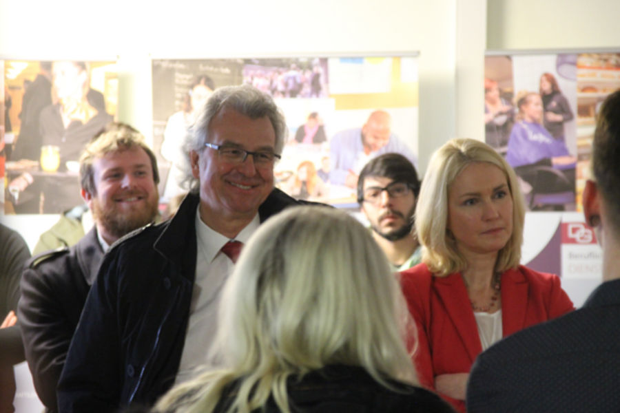 Bundesfamilienministerin Schwesig in Berufsschule in Rostock