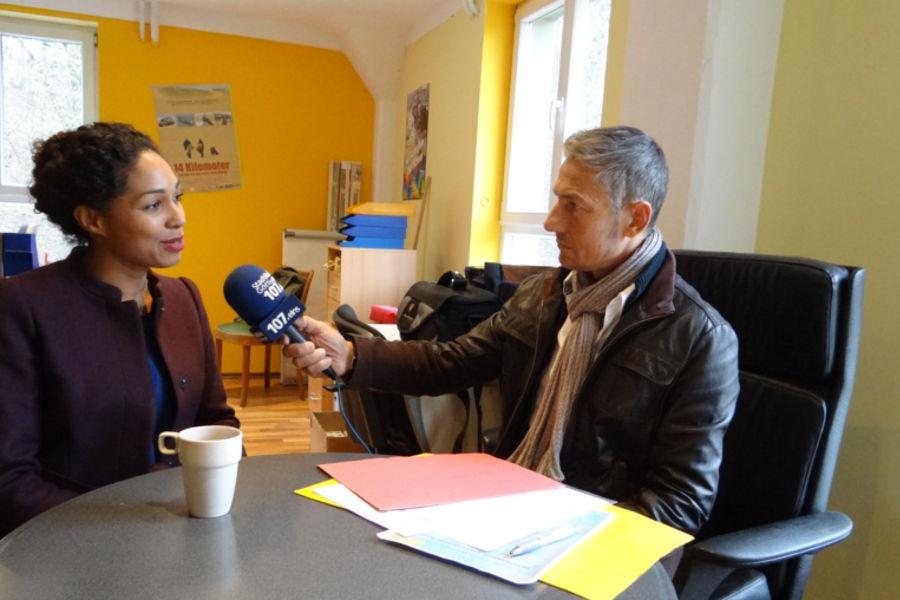 """Aktion """"Miteinander statt Gegeneinander"""": Jana Pareigis in der Zukunftswerkstatt in Göttingen"""